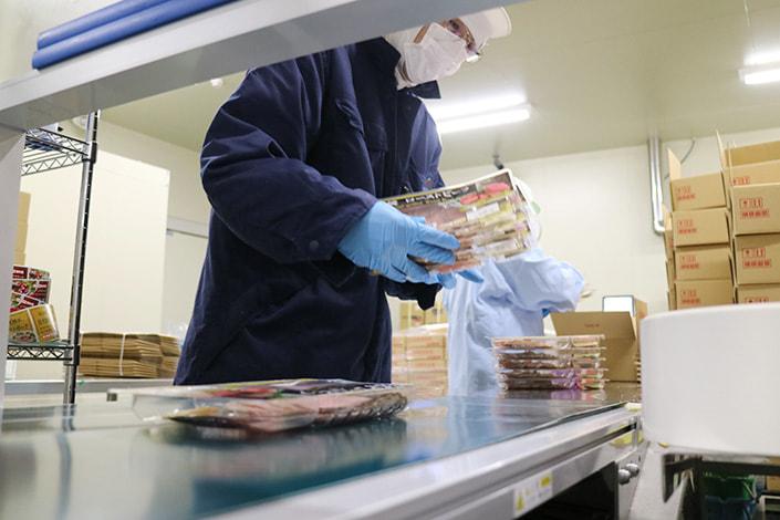 ●[中途正社員] 食肉加工品の製造職(製造ラインの指導、オペレーション、工程管理、製造業務など)