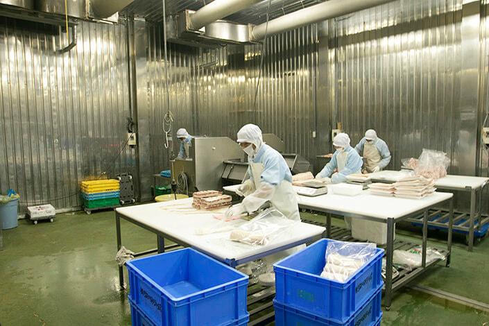 味付け肉の計量・加工・包装