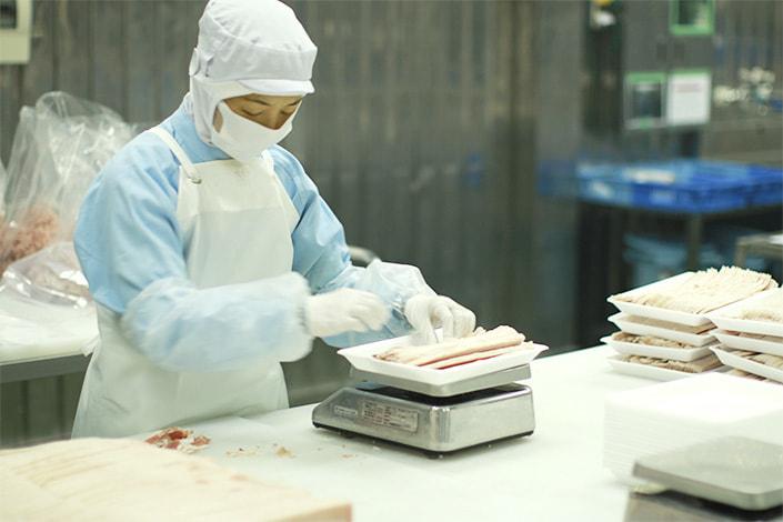 ●[契約社員1] 菖蒲パックセンター 味付け肉の計量・加工・包装staff